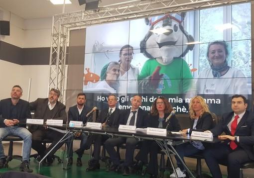 Sport e solidarietà, una serata di sci sulle nevi di Prato Nevoso a favore dei piccoli malati del Gaslini