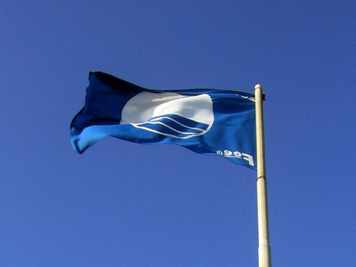 Sport e turismo: il mare della Liguria vince ancora, arrivano ben 32 bandiere blu
