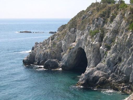 Bergeggi, domenica escursione a Punta Predani e alla Grotta Marina