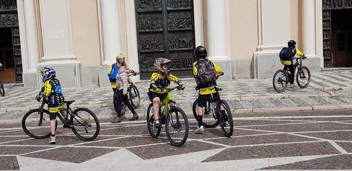 Una straordinaria festa di e-bike a Pietra Ligure (FOTOgallery)