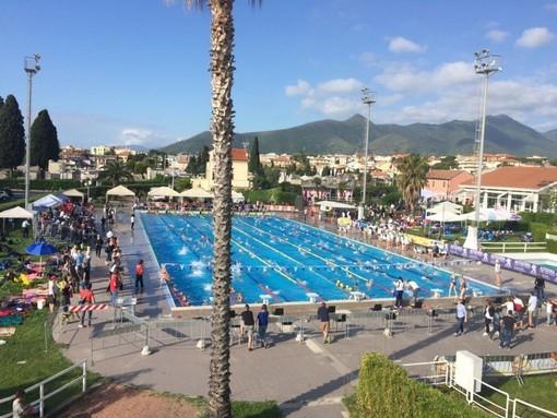 Loano 150 mila euro per la manutenzione della piscina for Pavimentazione della piscina