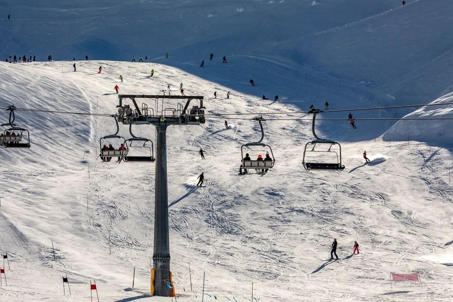 """Sci. La Francia serra i ranghi: """"Improbabile una ripartenza anche a febbraio"""""""