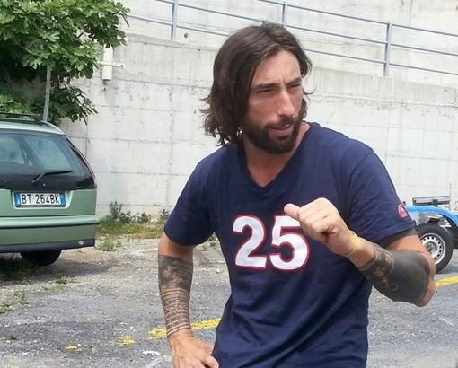 Brumotti accoltellato a Monza: il biker finalese è stato salvato dal giubbotto antiproiettile
