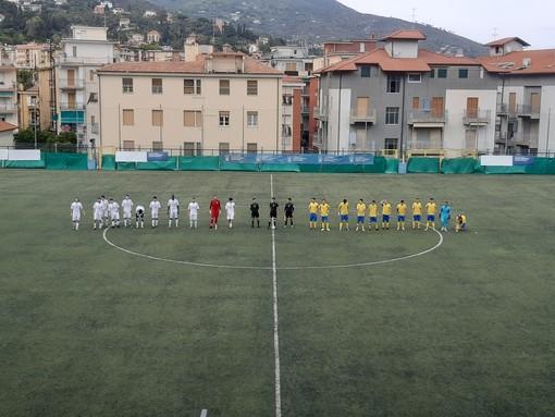 """Calcio, Eccellenza: Cairese di misura sull'Alassio FC, al """"Ferrando"""" i gialloblu vincono 2-1 e centrano il secondo successo di fila"""