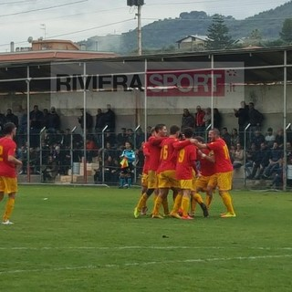 """Calcio, Promozione. Luca Conrieri stende il Varazze e tiene in testa il Taggia: """"Emozione incredibile"""" (VIDEO)"""
