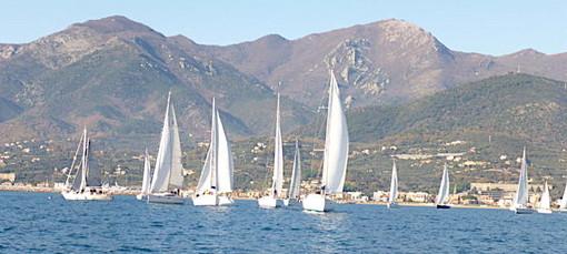 Due giornate con vento leggero e bel tempo accolgono i partecipanti alle prime regate del 2020 del Campionato Invernale di Marina di Loano