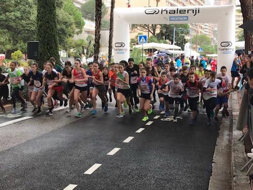 Atletica: la pioggia non ferma la corsa sulla sabbia a Montecarlo, buoni risultati per gli atleti della As Foce (Foto)