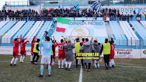 Grande festa in casa Sanremese dopo il 2-0 sul Savona (foto Fabio Pavan)