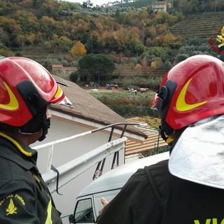 Incendio in un cantiere edile a Calvisio: la causa è un mini escavatore