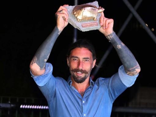 Albenga, il premio Emys 2020 a Vittorio Brumotti