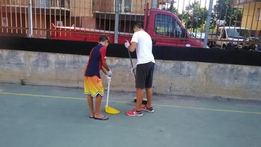 """Borghetto, i giovani del paese ripuliscono i campetti e le aree limitrofe, il sindaco Canepa: """"Da esempio per gli adulti"""""""
