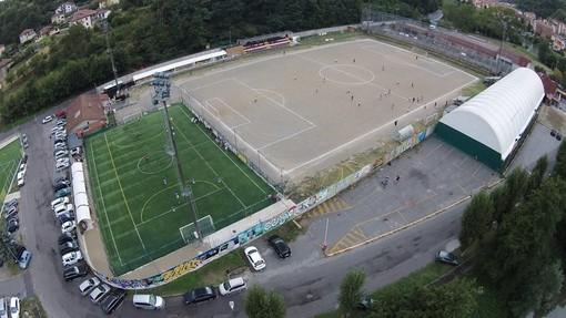 Cengio, da luglio il campo da calcio pronto a tingersi di verde con l'erba naturale