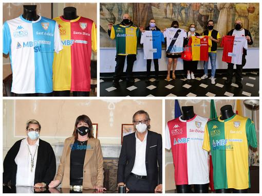 Calcio, Albenga. Consegnate in Comune le maglie dei Quartieri (Fotogallery)