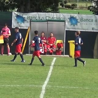L'abbraccio dopo un gol tra Marco Parascosso e mister Fabrizio Monte