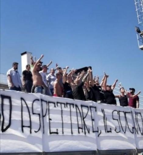 Calcio, Albenga. Il benvenuto della Gradinata Sud al nuovo corso ingauno