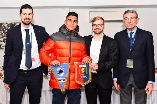 Nella foto con Eddie e Simone Valente ci sono Alberto Bosco (direttore organizzativo Sampdoria) e Gianni Blondet (vicepresidente Genoa).