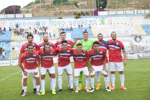 Calcio, Serie D. Il derby è biancazzurro! La Sanremese batte 2-1 l'Imperia e vola in zona playoff
