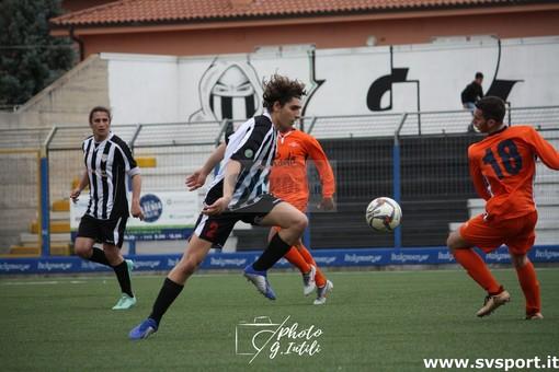 Calcio, Albenga. Dieci giorni per il nuovo organigramma societario