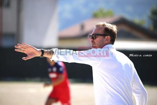 Palermo, allenatore del Celle Ligure, dà indicazioni alla sua squadra durante il match contro il Camporosso (foto Eugenio Conte)