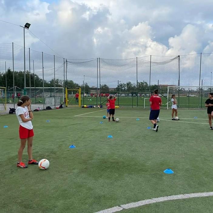 Calcio, Vado. Anche le bambine della Scuola Calcio hanno svolto il primo allenamento stagionale