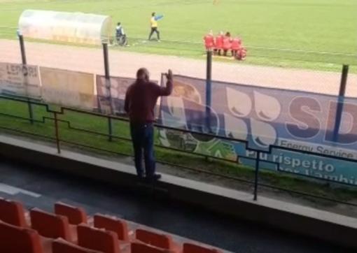 """Calcio. Vado desolante, il presidente Tarabotto sale sulla ringhiera e urla alla squadra: """"Dobbiamo vincere, se non l'avete capita!"""" (VIDEO)"""