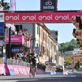 Giro 2021: la zampata di Bettiol prima del grande attacco a Bernal. Ravasi (Eolo-Kometa): «Niente Mottarone, rispettiamo vittime e familiari»