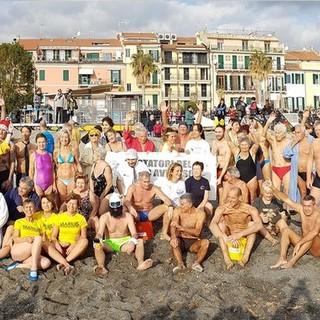 Loano, ai Bagni Solemare e Medusa la 33° edizione del Cimento Invernale di Nuoto