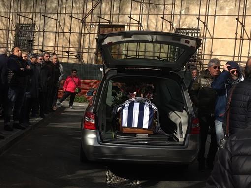 """L'ultimo saluto ad Antonio Marcolini, bandiera del Savona, il figlio Michele: """"Eri una roccia, grazie papà"""""""