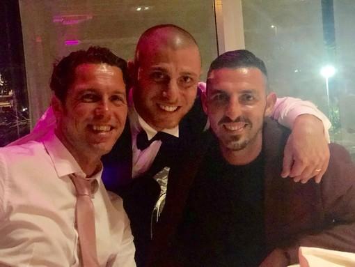 Calcio. Auguri a Giuseppe Bertuccelli la scorsa settimana l'ex punta dell'Albenga è convolato a nozze