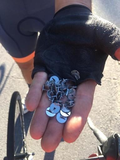 Outdoor. Puntine sparse nella frazione albisolese di Ellera: atto vandalico contro i ciclisti?
