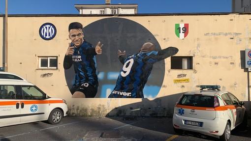 """Alassio. Il murales nerazzurro scatena la polemica social: """"Cosa lo lega alla Città del Muretto?"""""""