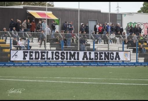 """Calcio, Albenga. Domenica ha esordito lo striscione dei """"Fedelissimi"""""""