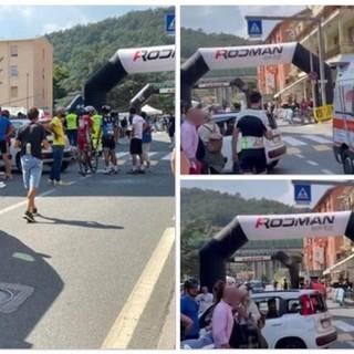 Ciclismo. Dramma sfiorato alla Granfondo Alpi Liguri, un auto irrompe sul traguardo e investe cinque ciclisti