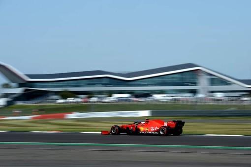 Formula 1. GP dei 70anni dai connotati imprevedibili, Verstappen beffa le Mercedes. Quarta la Ferrari del monegasco Leclerc