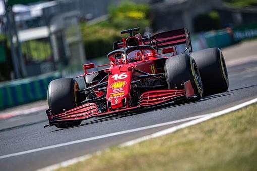 """F1. In Ungheria la Ferrari si conferma """"pazza"""". Solo settimo Leclerc, prima fila Mercedes e pole a Hamilton"""