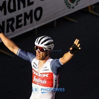 Jasper Stuyven trionfa sul rettilineo di via Roma, sua la Milano-Sanremo 2021 (le foto della volata)