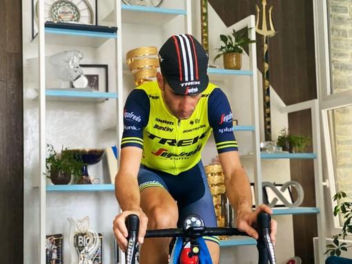 Vincenzo Nibali pedala a casa sul finale della Milano-Sanremo - Photo Credit: Trek-Segafredo