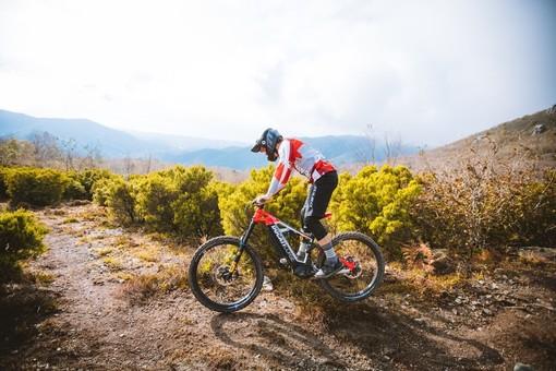 La Ducati sceglie i sentieri di Pietra Ligure e della Val Maremola per il lancio delle nuove e-bike