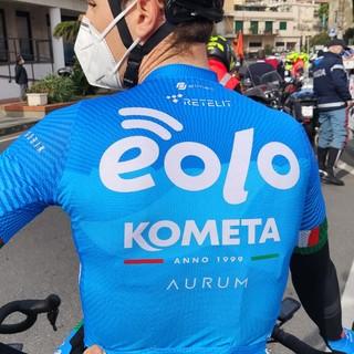 Trofeo Laigueglia sfortunato per la Eolo-Kometa: Gavazzi ko dopo una caduta (VIDEO)