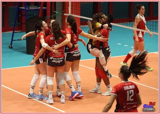 Volley, Serie B2 femminile. Carcare non si ripete, Cuneo passa 3-1 in Val Bormida (Fotogallery)